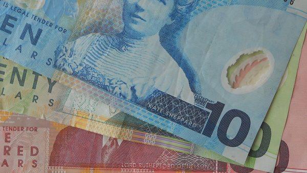 انخفاض الدولار النيوزيلندي بعد تلميحات